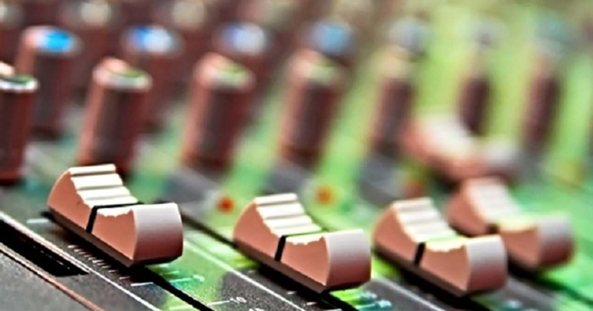 Radioprojekt upraví ve druhém čtvrtletí kvůli krizi dotazník