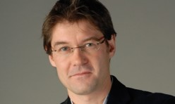 MediaRey SE, v Česku řízené Petrem Šimůnkem, získává k Forbesu další mezinárodní titul Newsweek.