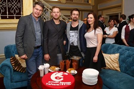 Generální ředitel Primy Marek Singer s herci seriálu Ohnivý kuře, foto: FTV Prima