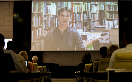 Michal Meško promluvil k účastníkům konference formou videoprezentace. Foto: Blue Events