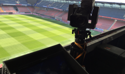 Kamera pro celkový pohled na hlavní tribuně.