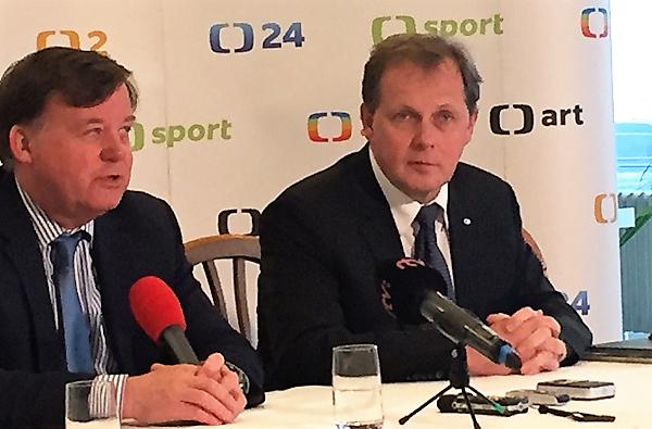 Petr Dvořák na briefinku s předsedou Rady ČT Janem Bednářem.